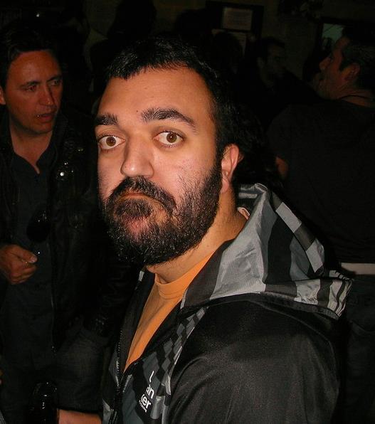 LA POESÍA, MI VÁLVULA DE ESCAPE   (Antonio Pérez Morte)