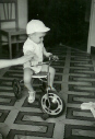 El niño del triciclo    (Antonio Pérez Morte)